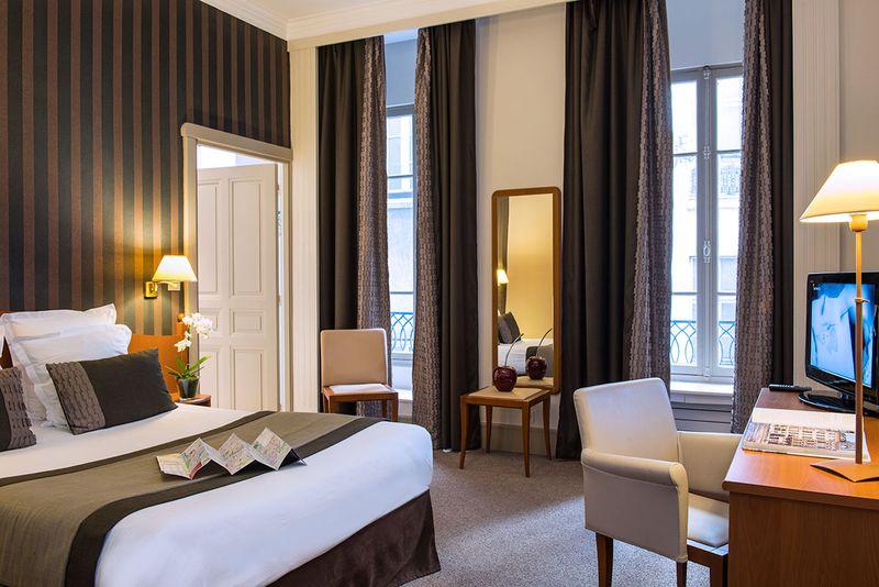 Hotel 3 etoiles paris 8 for Hotel design 3 etoiles paris